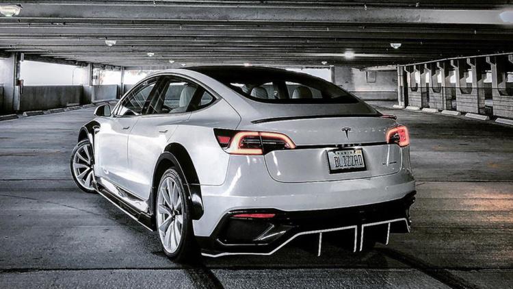 Tesla Model 3 обзавелась карбоновым обвесом 1