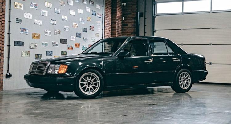 На продажу выставили 124-й Mercedes с двигателем от BMW 1