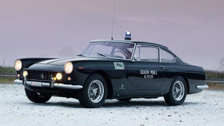 Уникальный полицейский Ferrrari из 60-х выставили на торги 1