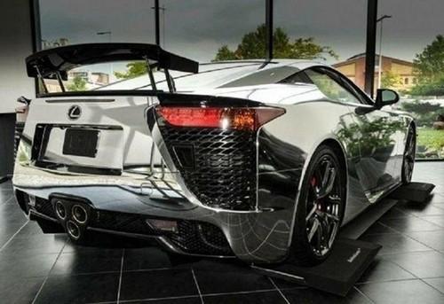 Редкий зеркальный Lexus продают за миллион евро 1