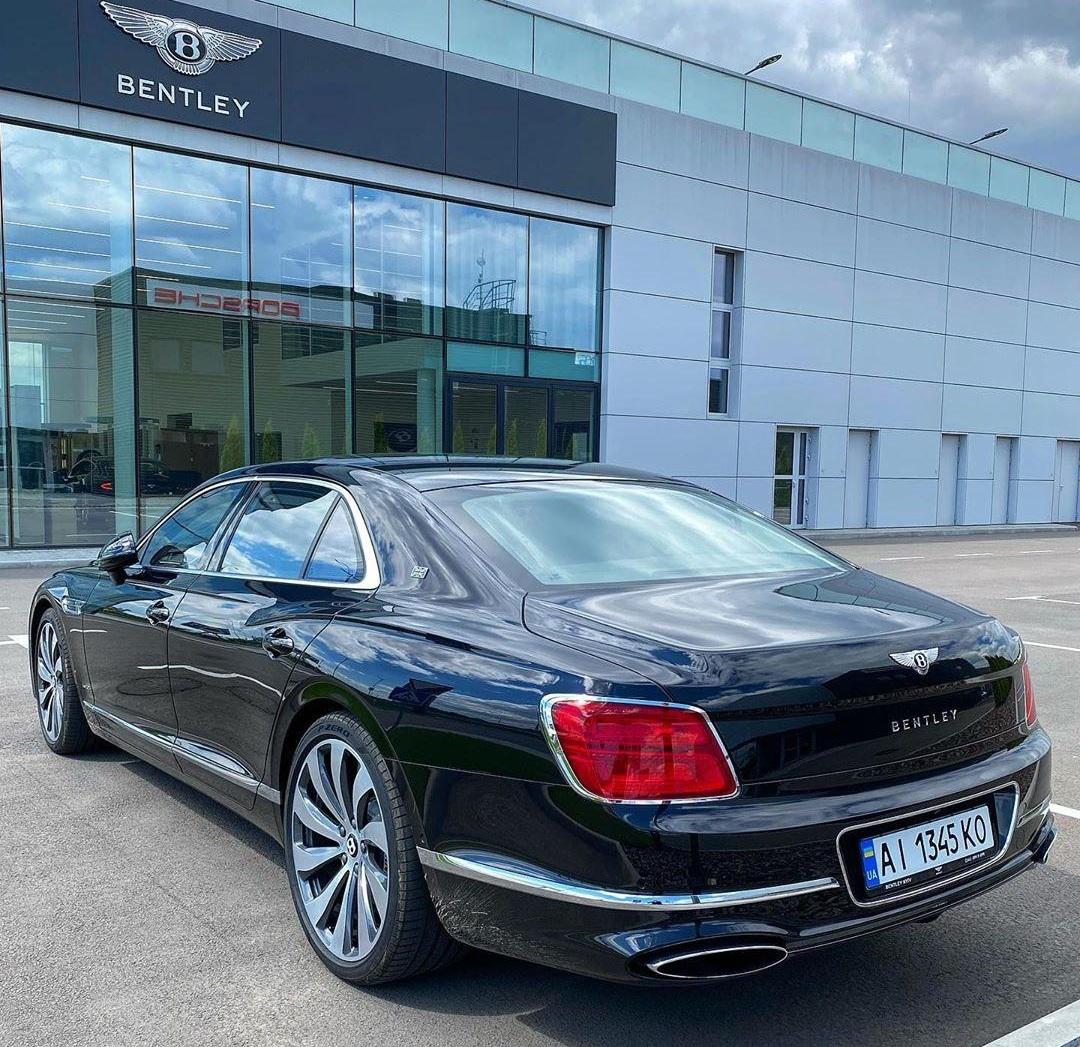 Новейшая четырехдверка Bentley уже в Украине 2