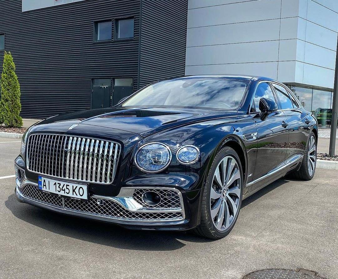 Новейшая четырехдверка Bentley уже в Украине 1