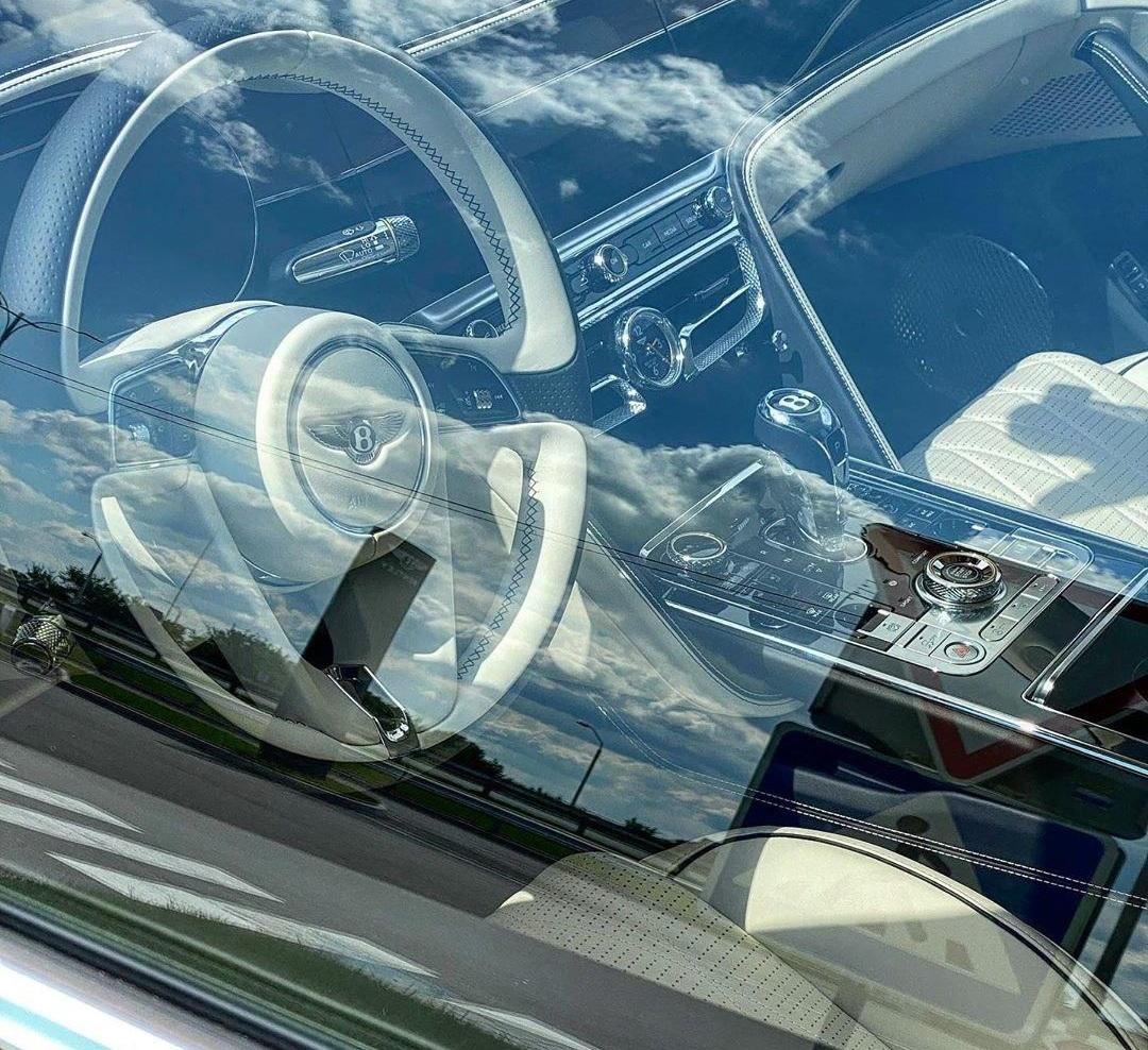 Новейшая четырехдверка Bentley уже в Украине 3