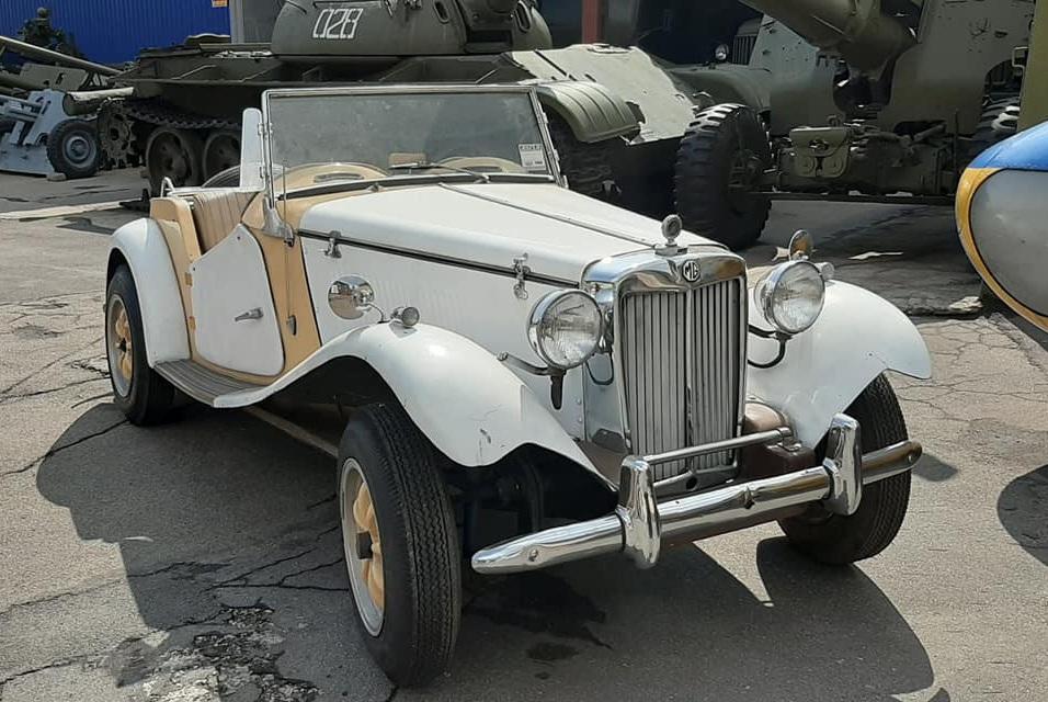 В Украине объявился раритетный британский родстер 1953 года 1