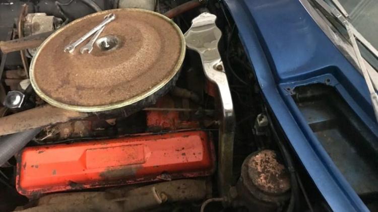 С молотка пустят уникальный Chevrolet Corvette после полувекового простоя 3