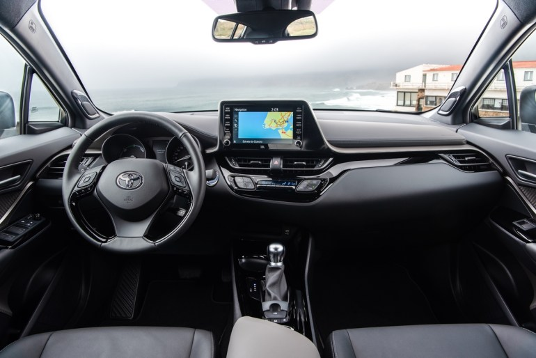 «Драйвовый японец»: обзор Toyota C-HR Hybrid 4