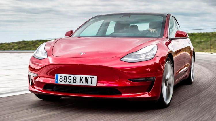 Илон Маск раскрыл тайну электромобилей марки Tesla 1