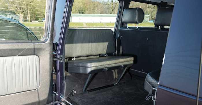 На продажу выставлен редкий G-Class со скамейками в багажнике 2
