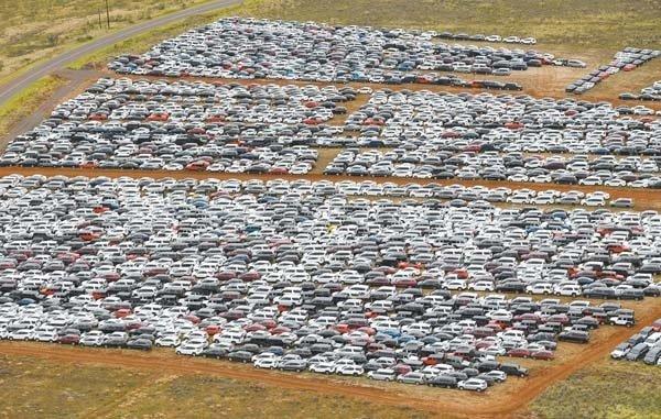 Из-за коронавируса образовалось стокилометровое «кладбище» автомобилей 1