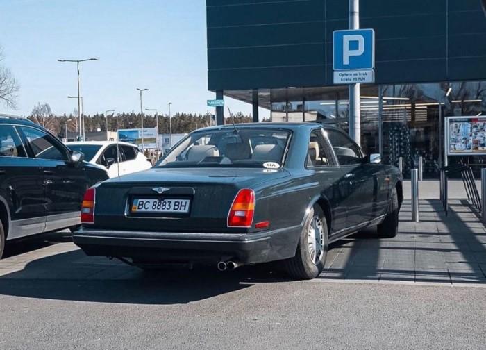 Роскошный Bentley на украинских номерах засветился в Евросоюзе 1