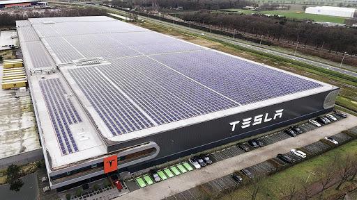 Tesla сократит зарплату своим сотрудникам 1