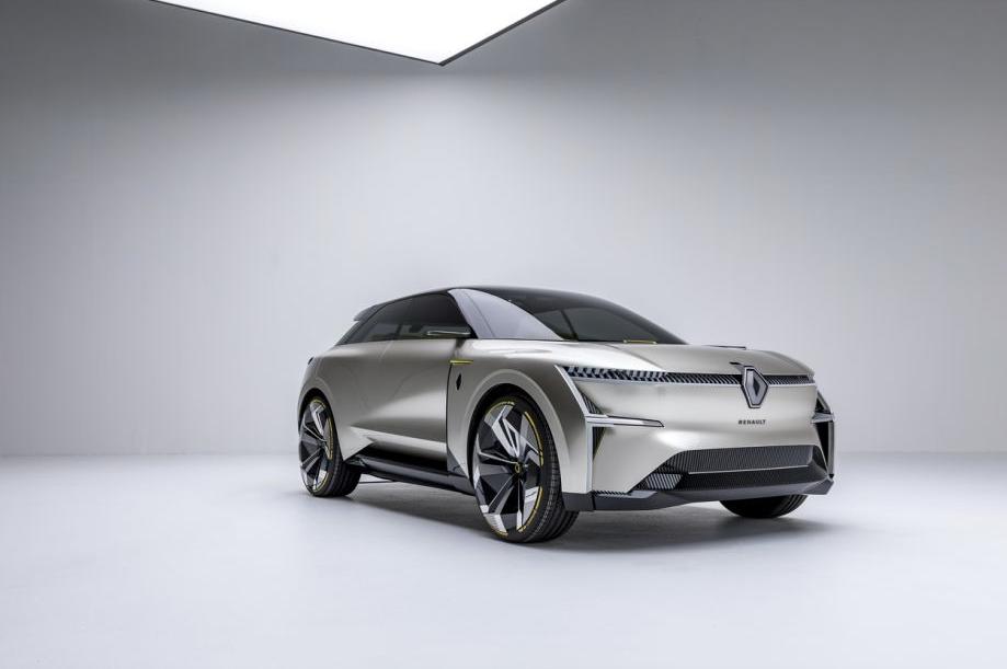 Renault готовится к старту продаж нового электрического кроссовера 1