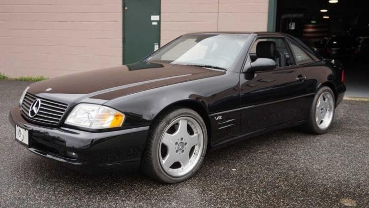 Абсолютно новый Mercedes 2001 года выставили на торги 1