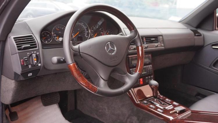 Абсолютно новый Mercedes 2001 года выставили на торги 3
