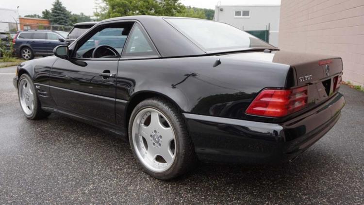 Абсолютно новый Mercedes 2001 года выставили на торги 2