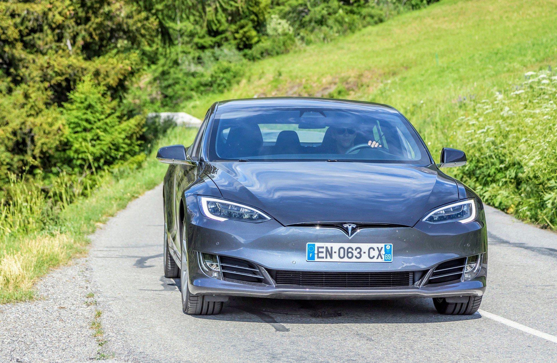 Акции Tesla взлетели вверх 1