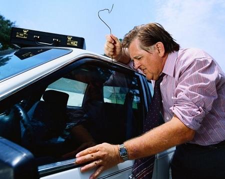 Как открыть автомобиль, если забыл ключи внутри? 2