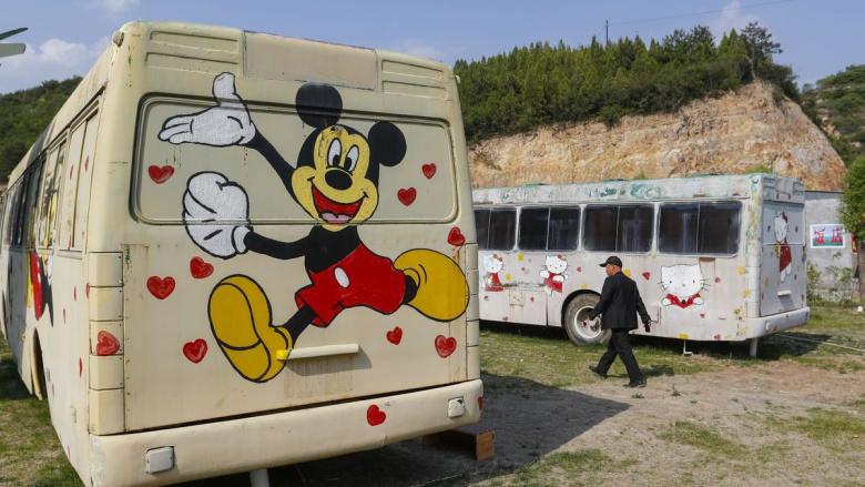 Старые автобусы стали комфортабельными гостиницами 1