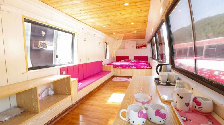 Старые автобусы стали комфортабельными гостиницами 2