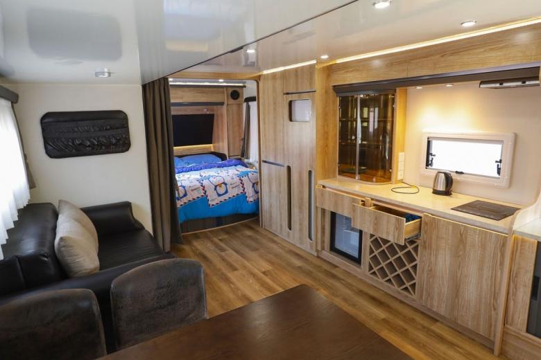 Старые автобусы стали комфортабельными гостиницами 3