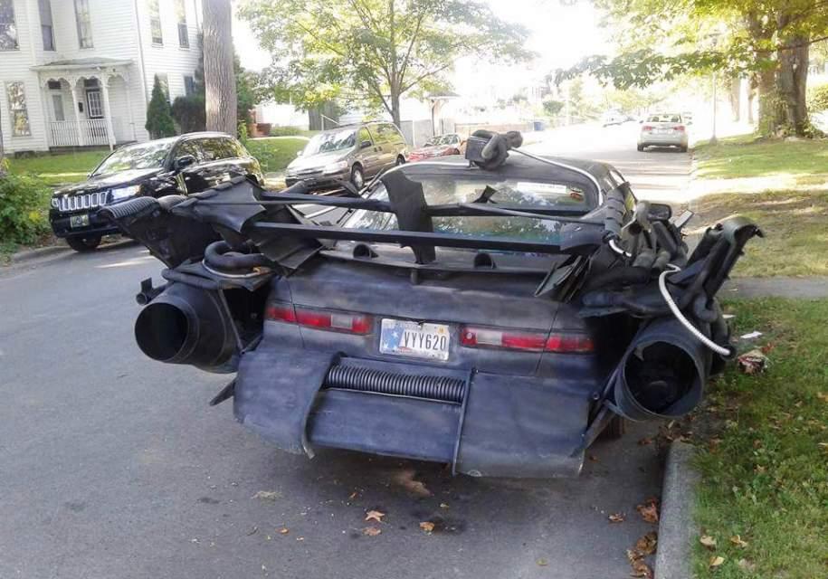 Toyota Camry «превратилась» в «автомобиль для Бэтмена» 3