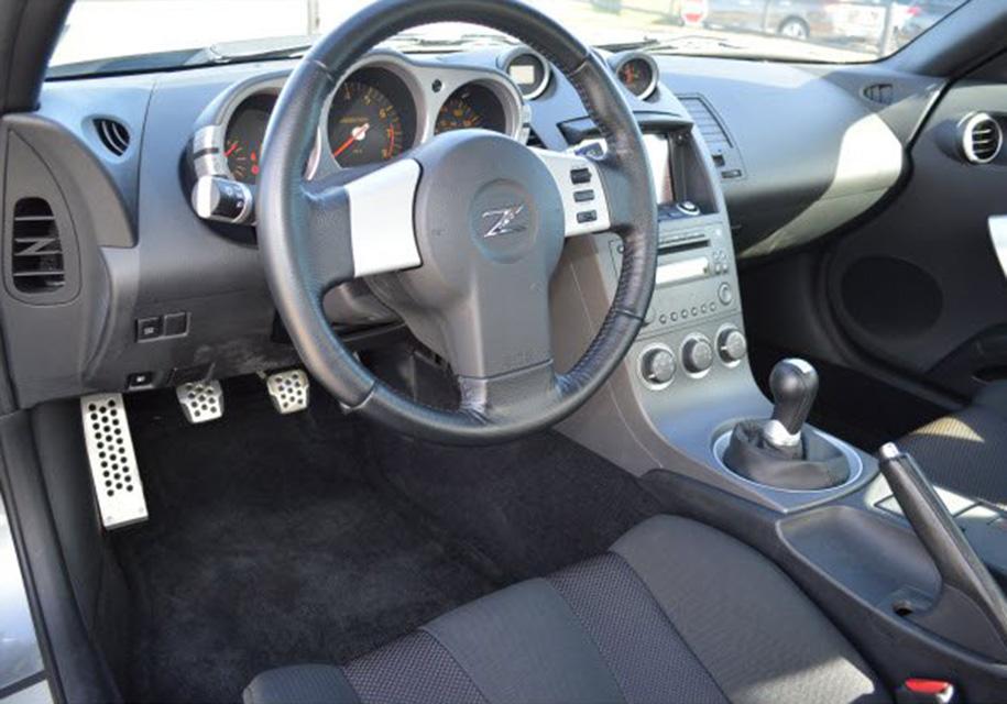 Первый выпущенный Nissan 350Z выставили на продажу 2