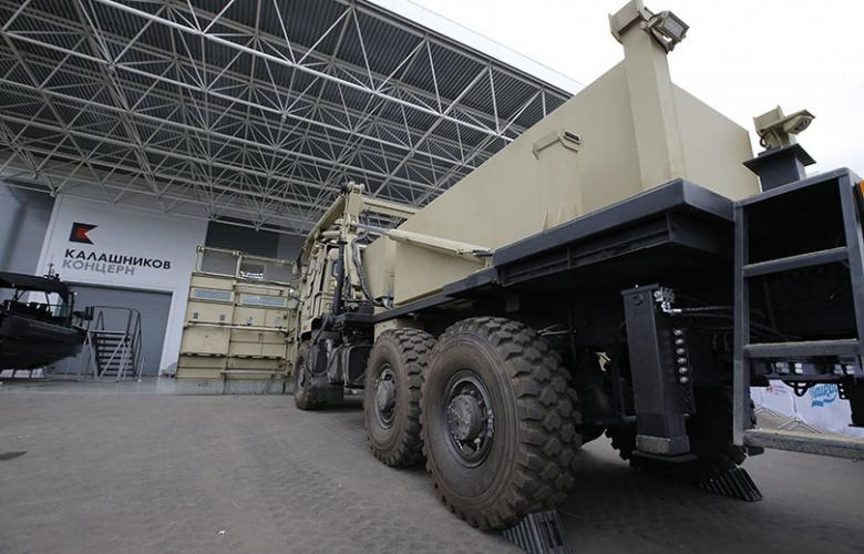«Демократия» в действии: в России построили огромный грузовик для разгона митингов 3