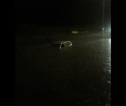 В украинском городе десятки автомобилей оказались под водой 1