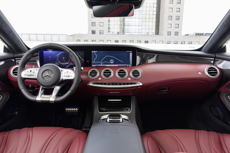 Компания Mercedes-Benz раскрыла кабриолет S-класса и обновленное купе 3