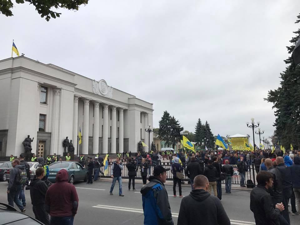 Украинские автомобилисты заблокировали правительственный квартал 1