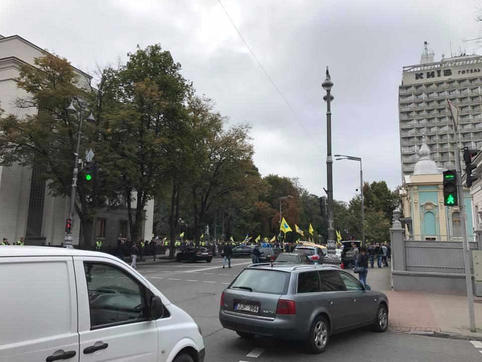 Украинские автомобилисты заблокировали правительственный квартал 2