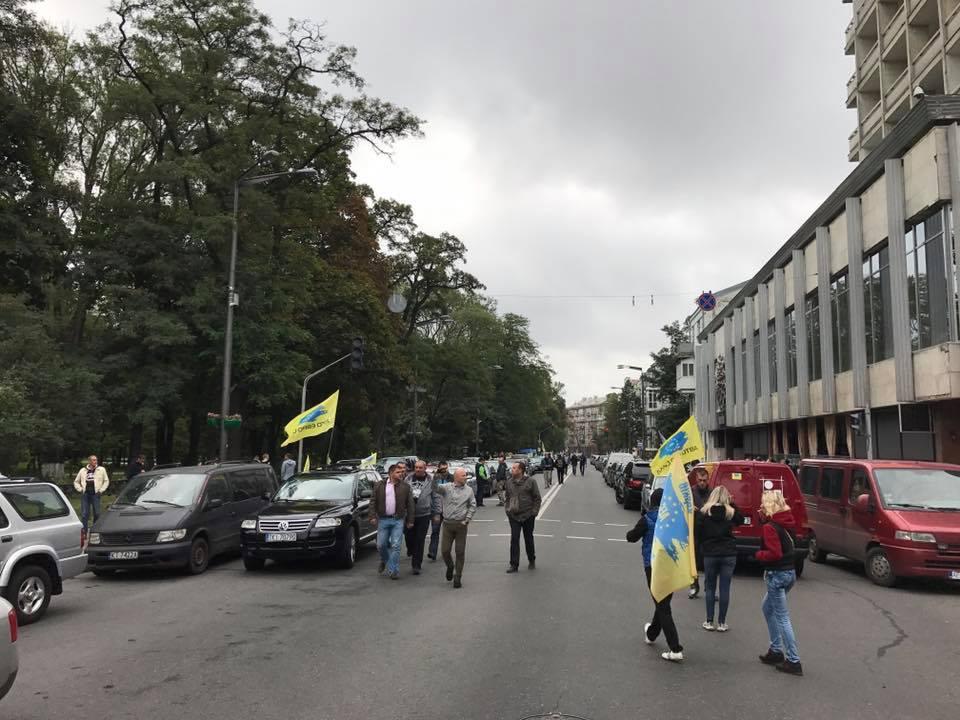 Украинские автомобилисты заблокировали правительственный квартал 3