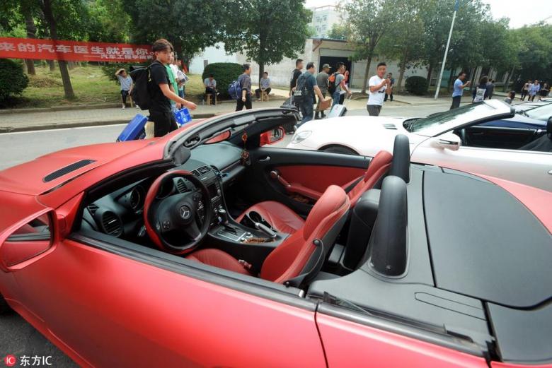Китайцев обучают ремонту машин с помощью дорогих суперкаров 2