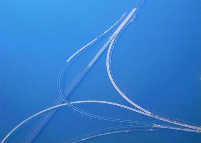 Где находится самый длинный автомобильный мост в мире 1