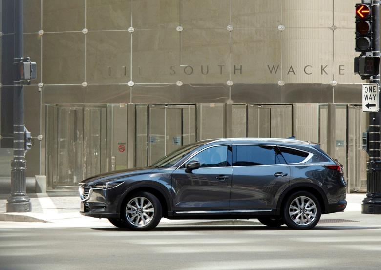 Mazda официально представила кроссовер CX-8 2