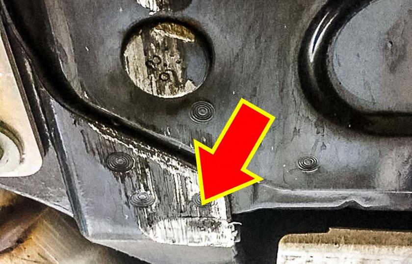 Последствия от небольшой трещины шокировали хозяина суперкара 2