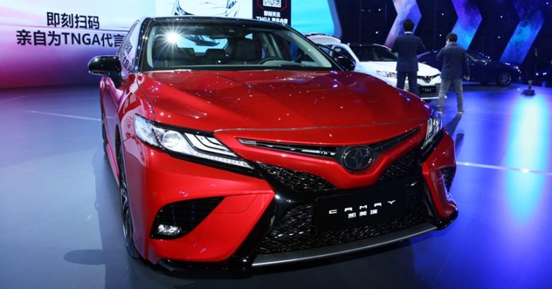 Toyota Camry нового поколения официально представлена 2