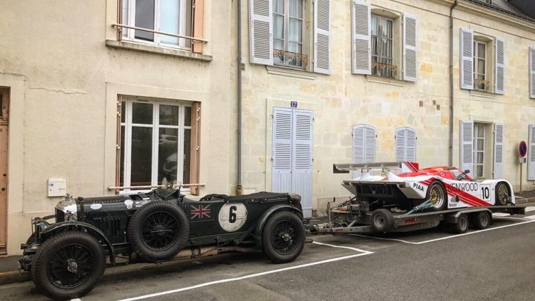 Раритетный Porsche доставили с помощью раритетного Bentley 1