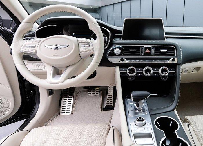 Стартовали продажи нового премиального седана из Южной Кореи 3
