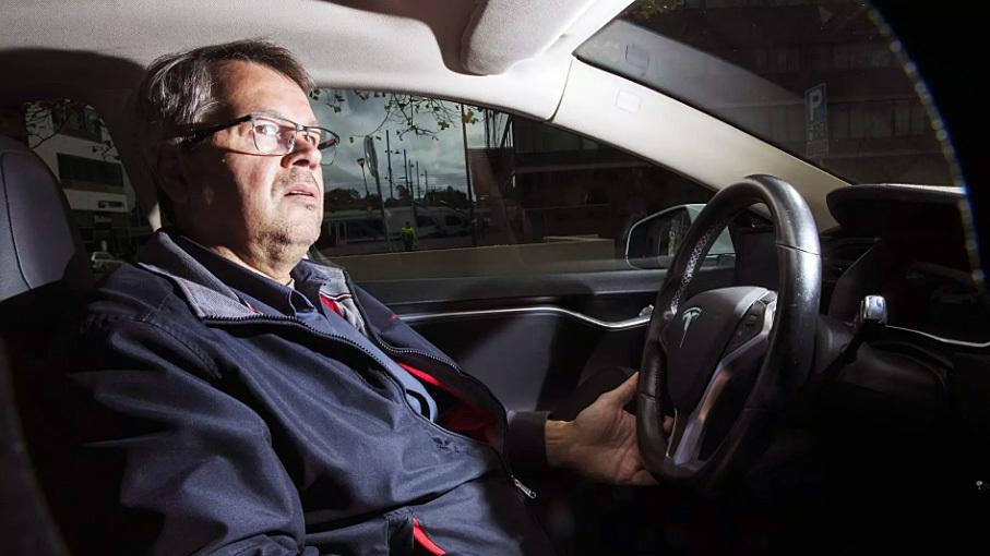 Таксист за три года «накатал» на «Тесле» 400 тысяч километров 1