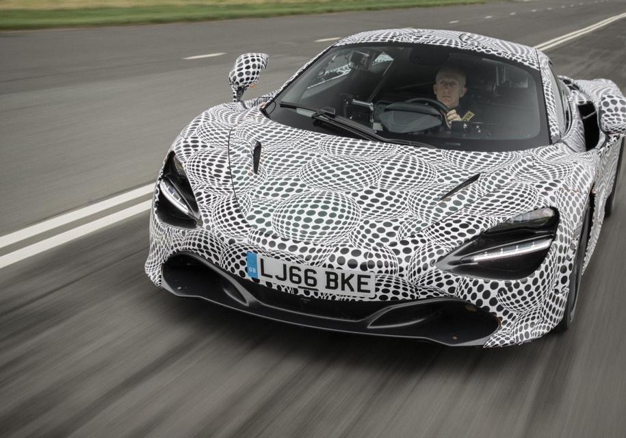 McLaren показал «среднерульный» автомобиль 1
