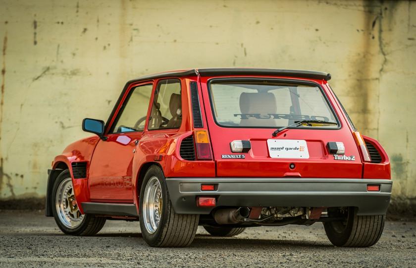 30-летний Renault продают по цене нового BMW X5 2
