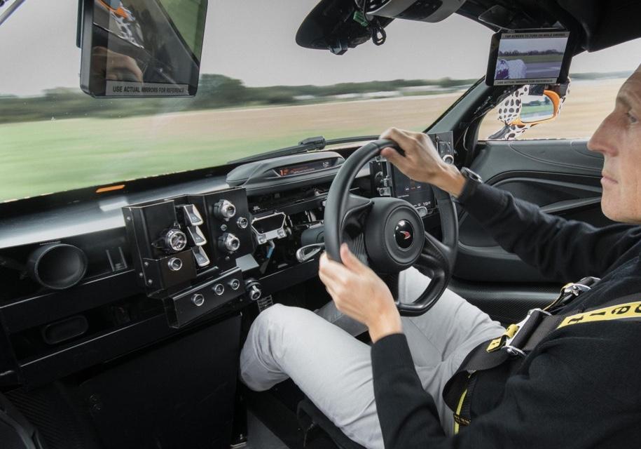 McLaren показал «среднерульный» автомобиль 2