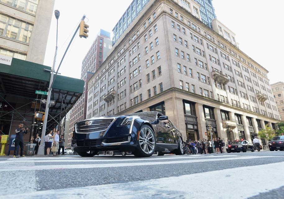 Седаны марки Cadillac отправились в заезд без водителей 1