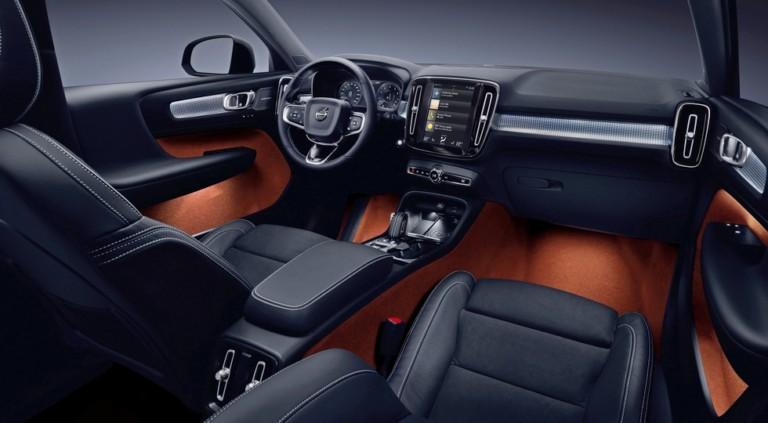 Компания Volvo официально представила новый кроссовер 2