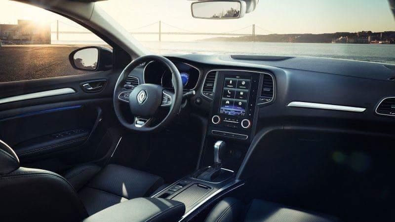 «С-классом и не пахнет»: тест-драйв Renault Megane 3