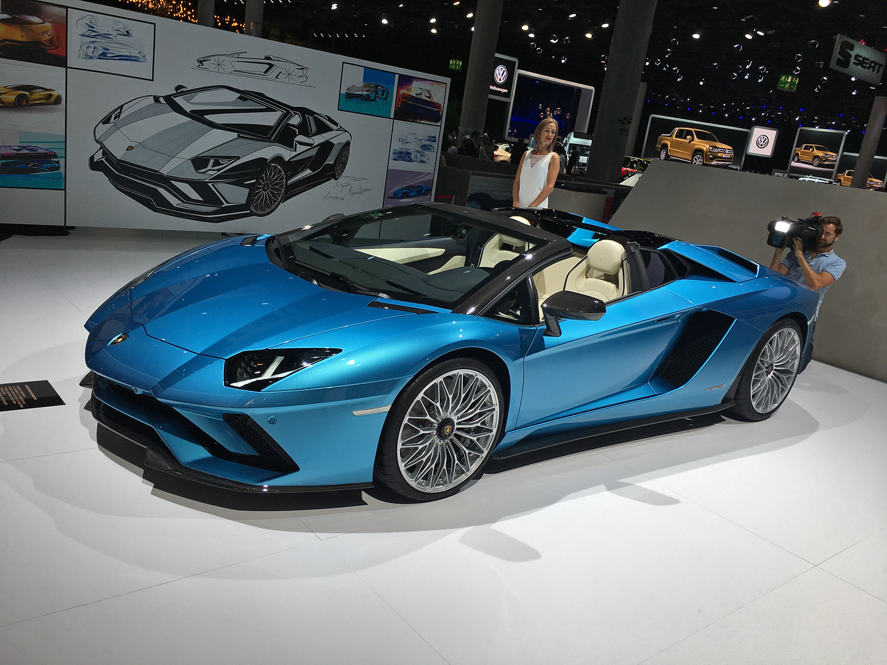 Lamborghini представил Aventador S «с крышей в багажнике» 2