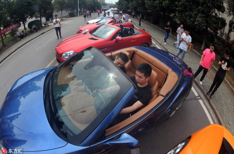 Китайцев обучают ремонту машин с помощью дорогих суперкаров 1