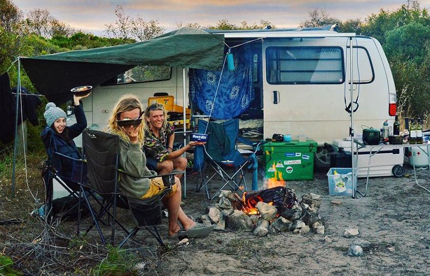 Пара австралийцев отправились в «бесконечное» путешествие на старом минивэне 2