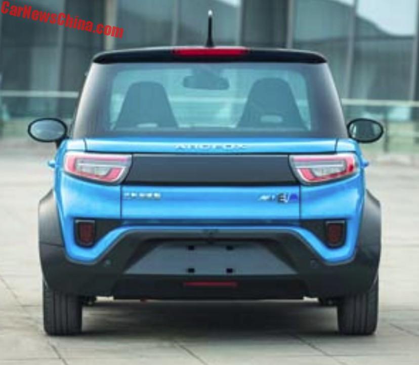 Китайцы выпустили автомобиль с дисплеем вместо радиаторной решетки 2
